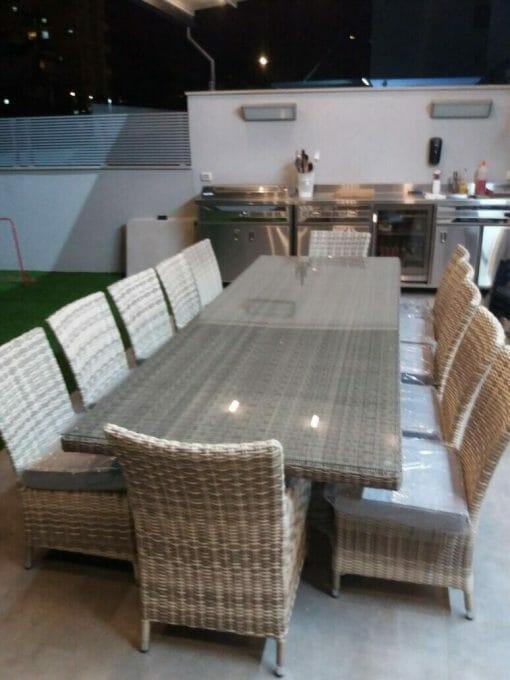 פינת אוכל לגינה שולחן עם כסאות וכריות