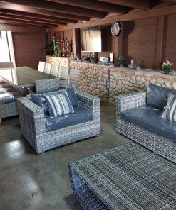 מערכת ישיבה לגינה שולחן כסאות וספה בגווני אפור ופינת אוכל לגינה שולחן וכסאות