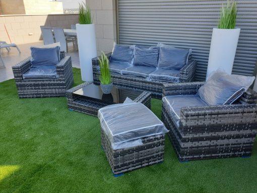 מערכת ישיבה לגינה בצבע שחור משולב צבעי פסטל